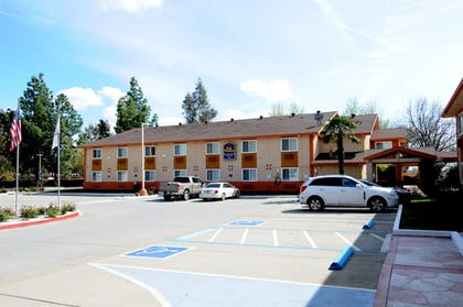 Parking | Best Western Antelope Inn & Suites