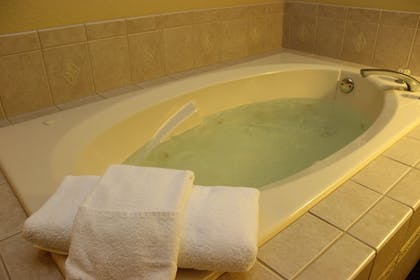 Jetted Tub | Best Western Lakewinds