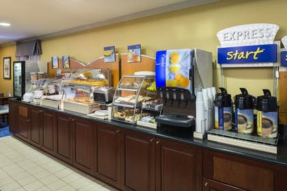 Restaurant | Holiday Inn Express Hotel & Suites King of Prussia