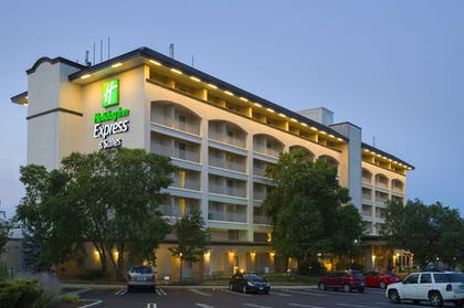 Featured Image | Holiday Inn Express Hotel & Suites King of Prussia