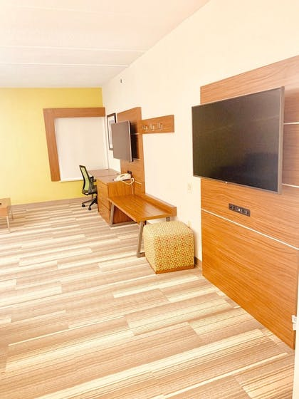 Living Area | Holiday Inn Express Wilmington North - Brandywine