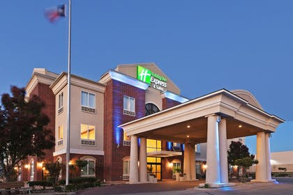 Featured Image | Holiday Inn Express And Suites