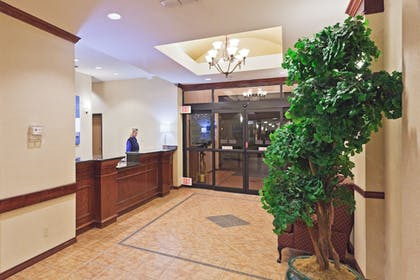 Lobby | Holiday Inn Express And Suites