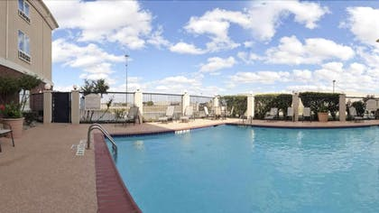 Outdoor Pool | Holiday Inn Express And Suites