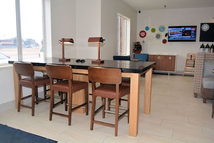 Restaurant | Holiday Inn Express And Suites