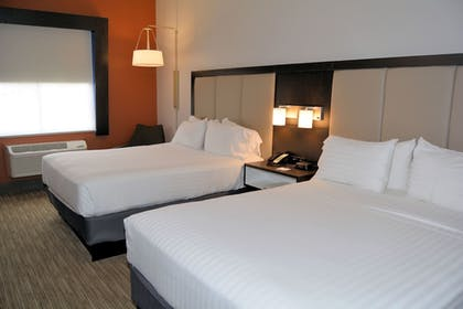 Guestroom | Holiday Inn Express And Suites
