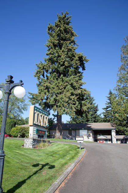 Hotel Entrance | Poulsbo Inn & Suites