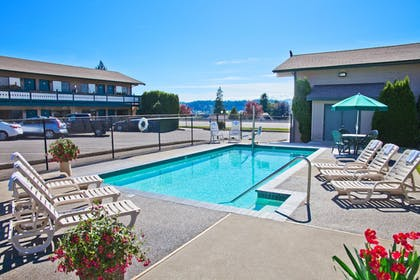 Outdoor Pool | Poulsbo Inn & Suites