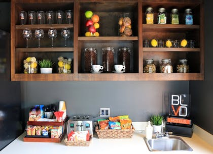 Food and Drink | BLVD Hotel & Suites