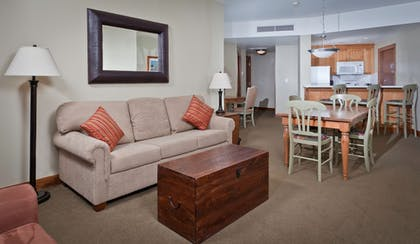 Living Area | Sundial Lodge by All Seasons Resort Lodging