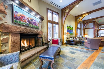 Lobby Sitting Area | Sundial Lodge by All Seasons Resort Lodging