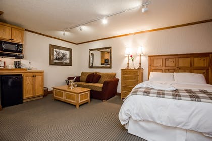 Guestroom | Kandahar Lodge at Whitefish Mountain Resort
