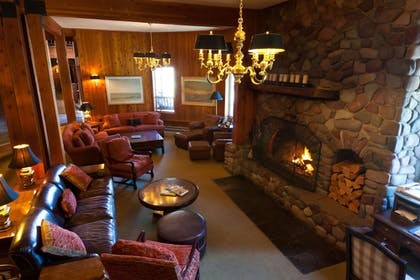 Lobby Sitting Area | Kandahar Lodge at Whitefish Mountain Resort