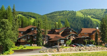 Hotel Front | Kandahar Lodge at Whitefish Mountain Resort