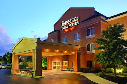 Hotel Front - Evening/Night | Fairfield Inn & Suites by Marriott Akron-South