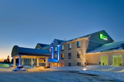 Exterior   Holiday Inn Express Hotel & Suites Cadillac