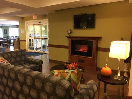 Lobby Sitting Area   Holiday Inn Express Hotel & Suites Cadillac
