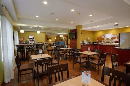 Restaurant   Holiday Inn Express Hotel & Suites Cadillac