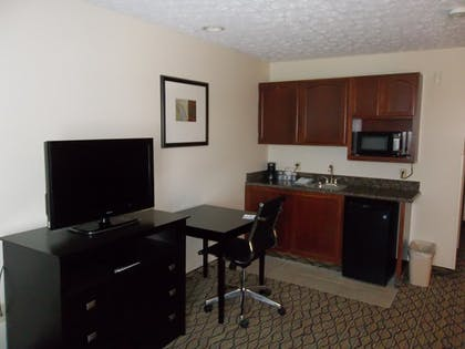 Guestroom   Holiday Inn Express Hotel & Suites Cadillac