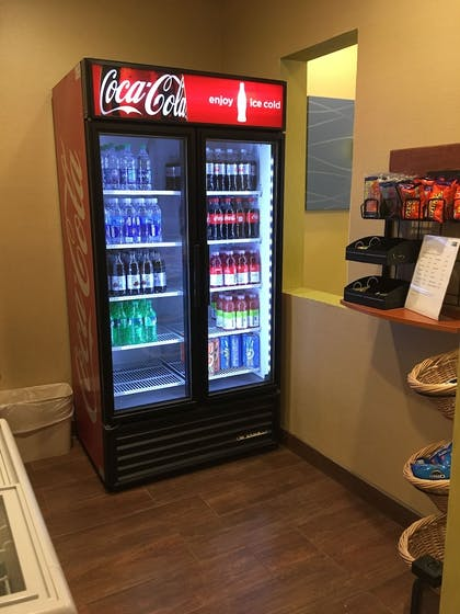 Vending Machine   Holiday Inn Express Hotel & Suites Cadillac