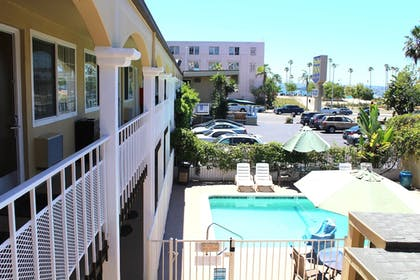 Pool   Pacific Inn and Suites