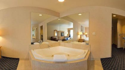 Jetted Tub | Holiday Inn Express & Suites Marana