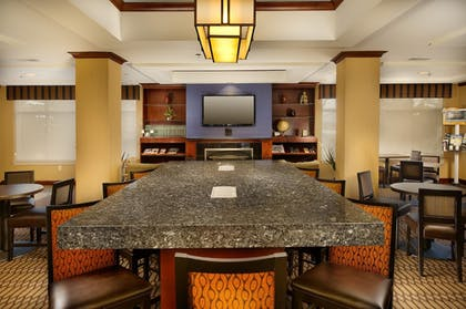 Restaurant | Holiday Inn Express Hotel & Suites Chambersburg