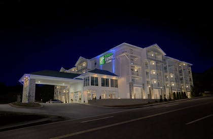 Featured Image | Holiday Inn Express and Suites Pigeon Forge Sevierville