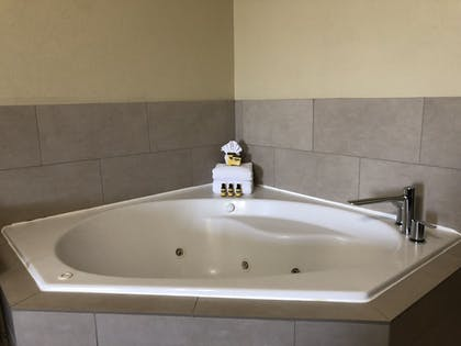 Jetted Tub | Best Western Plus Hill Country Suites
