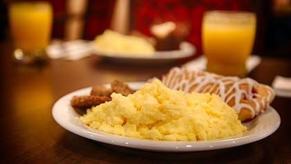 Breakfast Area   Best Western Plus Hill Country Suites
