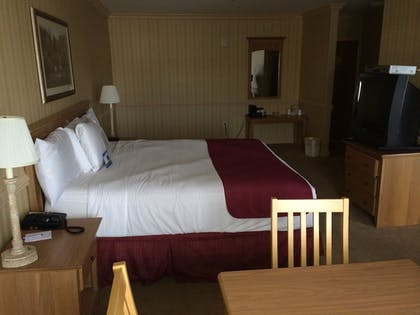 Guestroom | Manchester Inn and Suites