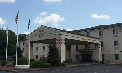 | Manchester Inn and Suites