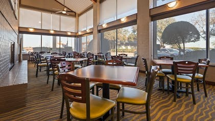 Breakfast Area | Best Western Irving Inn & Suites at DFW Airport