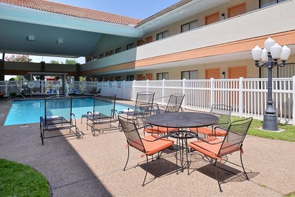 Pool | Best Western Irving Inn & Suites at DFW Airport