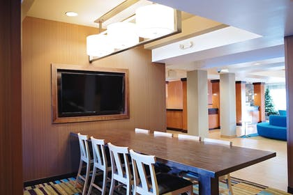 Breakfast Area | Fairfield Inn and Suites by Marriott Des Moines Ankeny