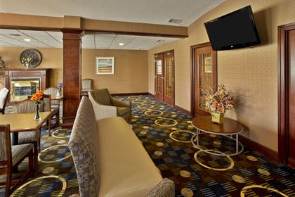 Hotel Lounge | Holiday Inn Express Hotel & Suites Woodhaven