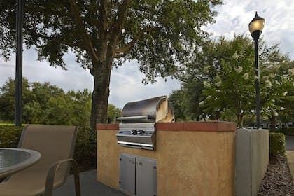 BBQ/Picnic Area | TownePlace Suites by Marriott Orlando East/UCF Area