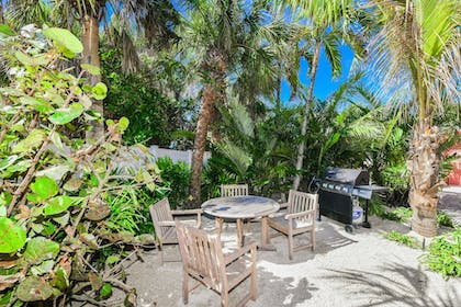 BBQ/Picnic Area | Tropical Breeze Resort by SKLRP