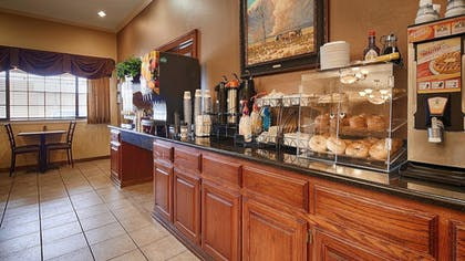 Breakfast Area | Best Western Plus Shamrock Inn & Suites
