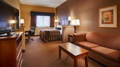 Living Area | Best Western Plus Shamrock Inn & Suites
