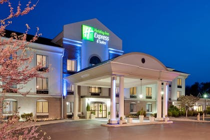 Featured Image | Holiday Inn Express Hotel & Suites Easton