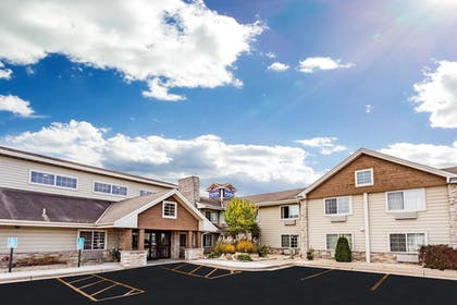 Featured Image   AmericInn by Wyndham Hotel and Suites Long Lake