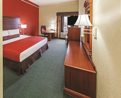 Guestroom | La Quinta Inn & Suites by Wyndham Weatherford