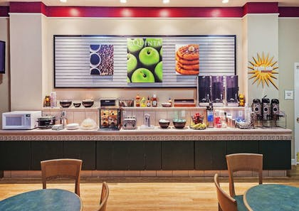Breakfast Area | La Quinta Inn & Suites by Wyndham Weatherford