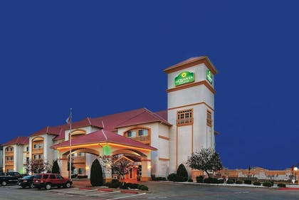 Exterior | La Quinta Inn & Suites by Wyndham Weatherford