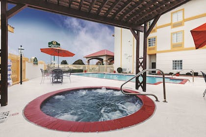 Pool | La Quinta Inn & Suites by Wyndham Weatherford