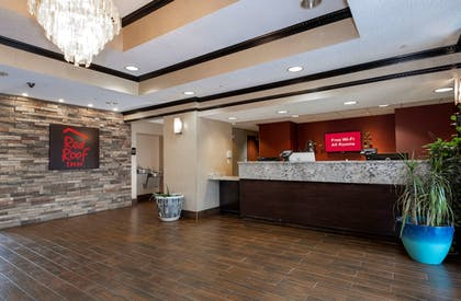 Lobby | Red Roof Inn & Suites Dover Downtown