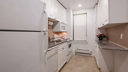 Private Kitchen | Best Western Plus Hospitality House Apartments