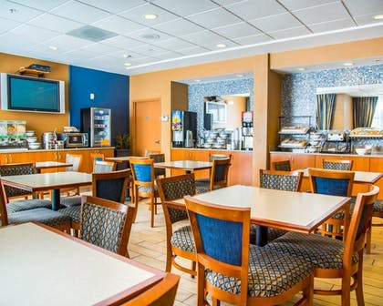 Breakfast Area | Comfort Inn & Suites Orlando North