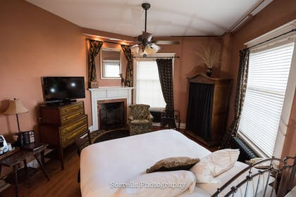 Guestroom | Inn on Broadway